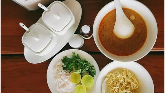 Burmese Traditional Coconut Chicken Khow Suey