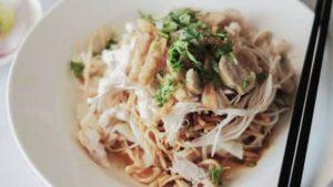 A bowl of nan gyi thote